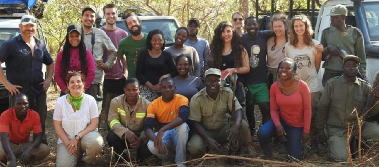 A group photo from the Oxford-Gorongosa Paleo-Primate Field School 2019